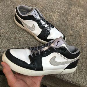 Jordan 1 Low Black/Wolf Grey - White